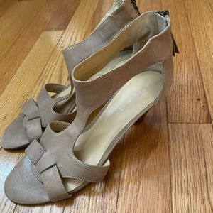 Nine West like new condition tan sandal size 7